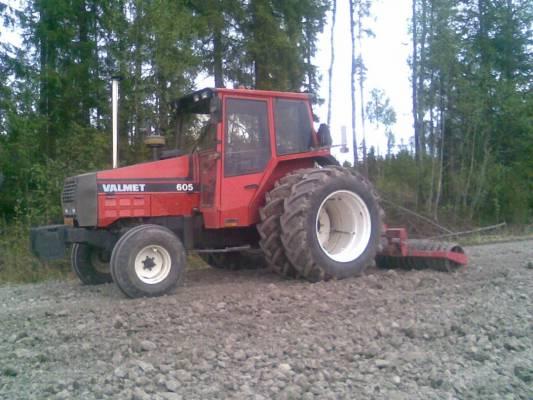 Traktorit ja koneet - 605 ja e...